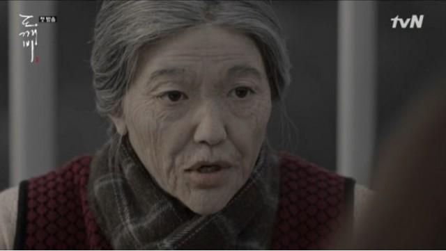 若いお母さんにトッケビの伝説を話していたおばあちゃん