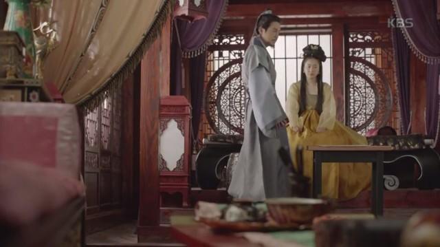 只召太后(キム・ジス)はアンジ公(チェ・ウォニョン)に対する心を打ち明けます。
