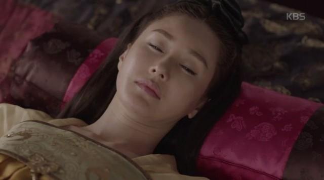 只召太后(キム・ジス)はアンジ公(チェ・ウォニョン)との過去を回想