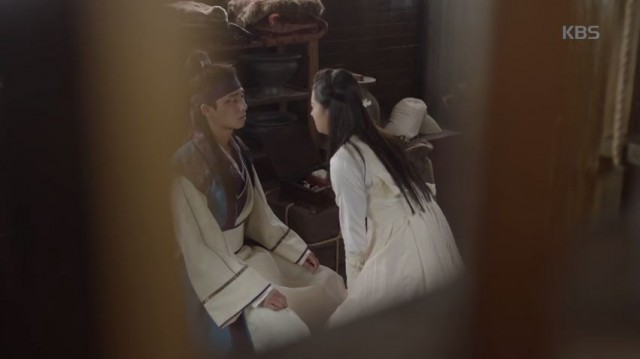 ソヌ(パク・ソジュン)はアロ(コ・アラ)が帰った後も彼女の事を考えています。