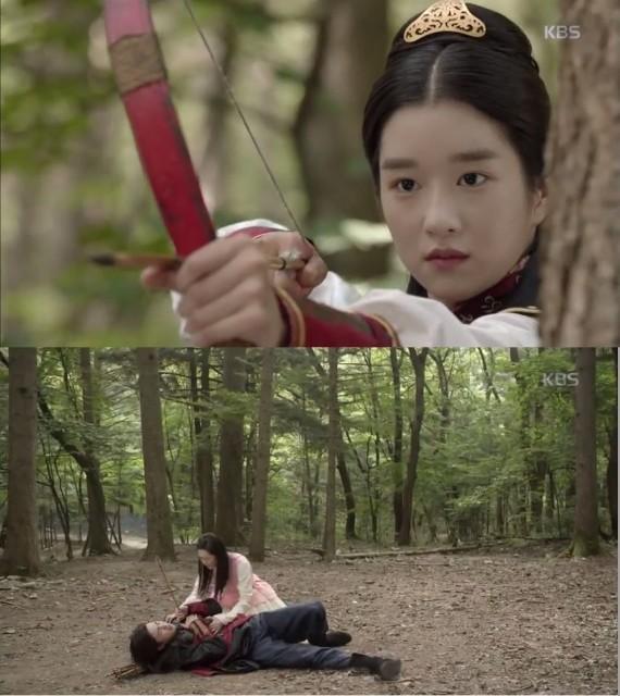 スクミョン(ソ・イェジ)の迷いのない矢に狙われるアロ(コ・アラ)を見つけたソヌは自分がアロの代わりに矢に刺されます。