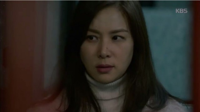 コ・ソヨン、雨の日死体を発見?!彼女は果たして容疑者?