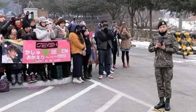 韓国歌手セブン除隊