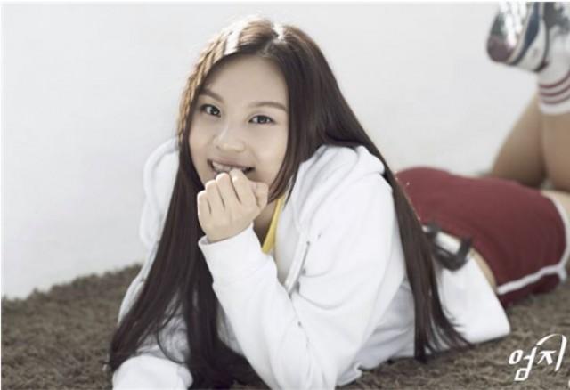 K-pop新人ガールズグループ「ヨジャチング(彼女)」のオムジ