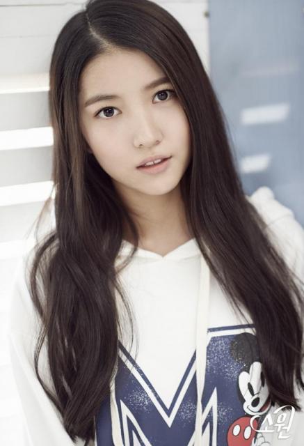 K-pop新人ガールズグループ「ヨジャチング(彼女)」ソウォン(リーダー)