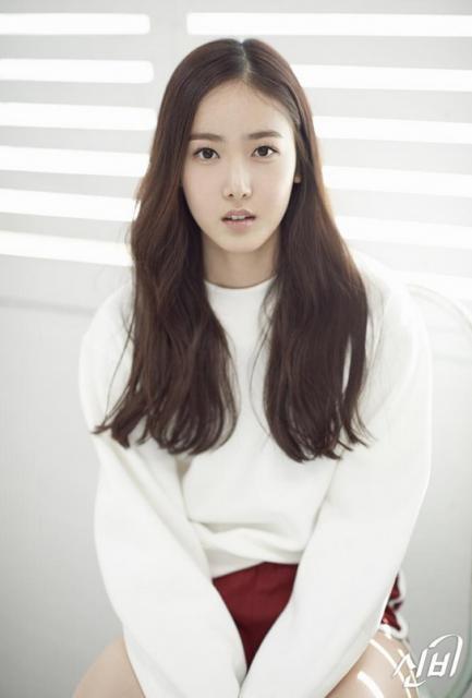 K-pop新人ガールズグループ「ヨジャチング(彼女)」のシンビ